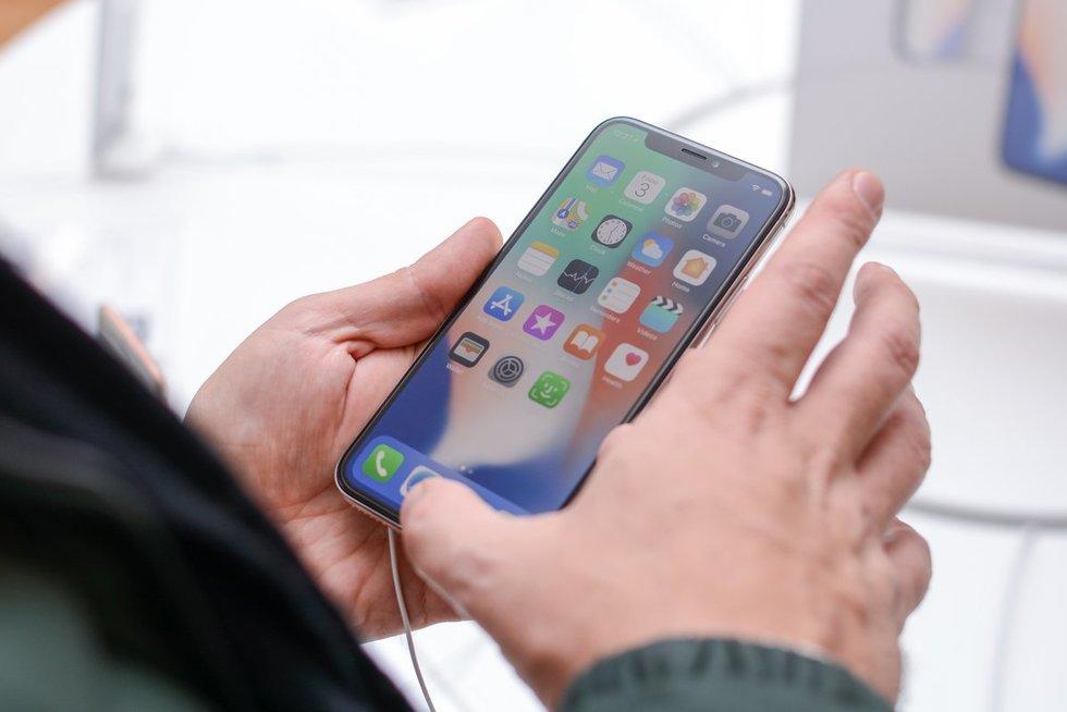 Išmanusis telefonas (nuotr. Fotodiena/Justino Auškelio)