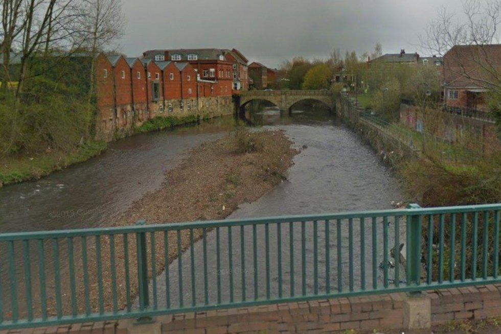 Spėjama, kad kūdikis numestas nuo šio tilto. (Google Street View nuotr.)