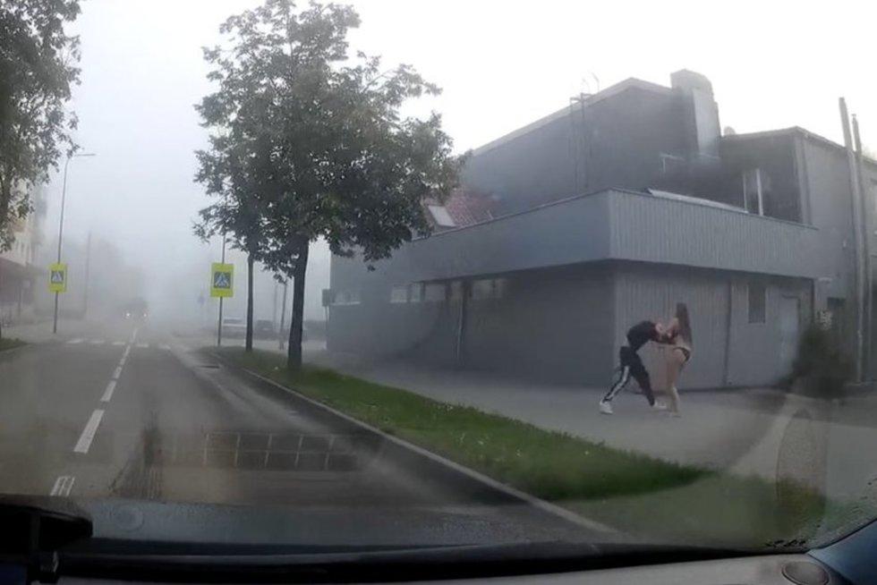 Kaune užfiksuotas neįprastas vaizdas (nuotr. stop kadras)