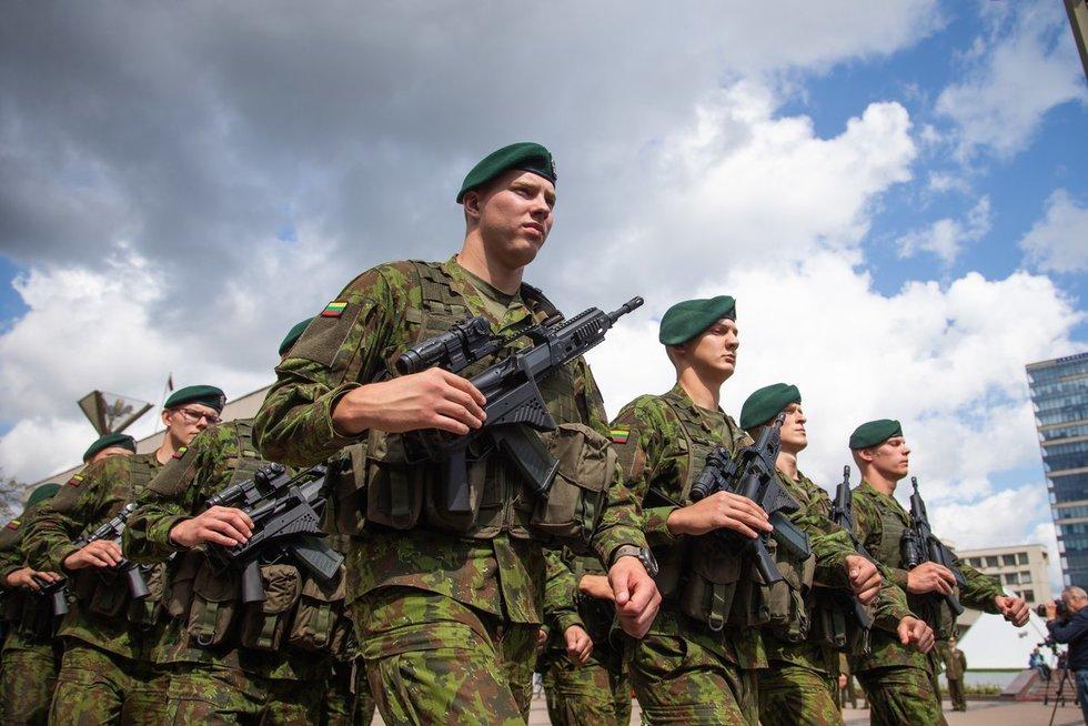 Lietuvos Ginkuotųjų pajėgų rikiuotė (nuotr. fotodiena/Justino Auškelio)