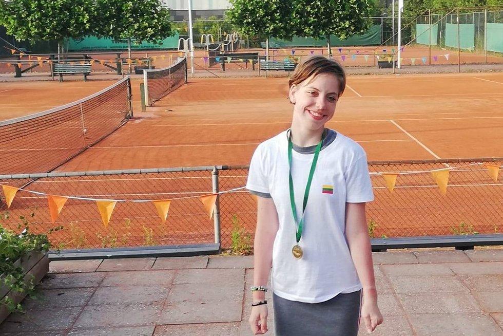 Valerija tarptautinėje jaunimo neįgaliųjų teniso stovykloje buvo apdovanota kaip didžiausią pažangą padariusi sportininkė.  (nuotr. asm. archyvo)