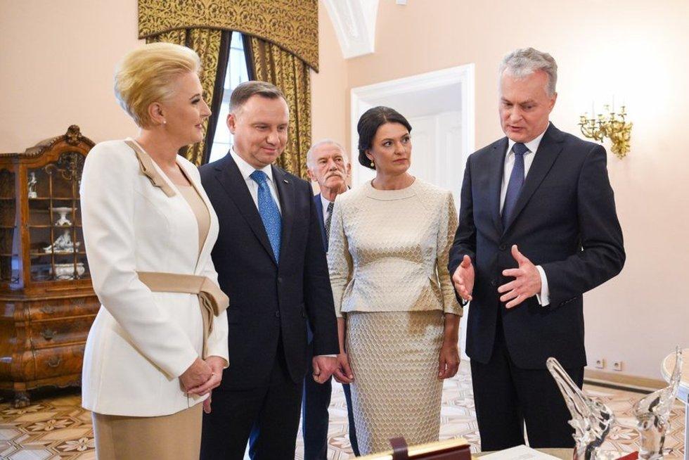 Gitanas Nausėda ir Diana Nausėdienė Prezidentūroje priima Lenkijos prezidentą su žmona (nuotr. Lietuvos Respublikos Prezidento kanceliarijos/Robertas Dačkus)