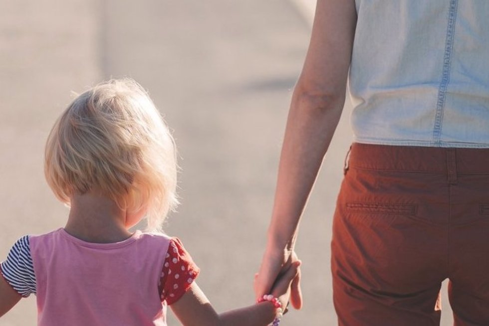 Vaikas ir šeima (nuotr. Pixabay.com)