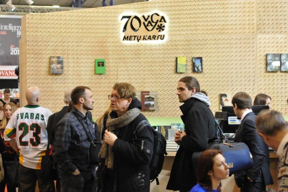 """Leidykla """"Vaga"""" ir didžiausias biuro prekių aprūpinimo tinklas Baltijos šalyse """"Officeday"""" siekė Lietuvos rekordo (nuotr. Organizatorių)"""