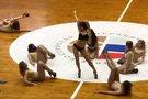 Rusijos krepšinio rungtynėse – vulgarus pusnuogių merginų šokis (nuotr. stop kadras)