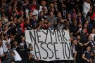 PSG fanai raginantys Neymarą palikti klubą (nuotr. SCANPIX)