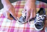 Kručinskai veržiasi diržus – parodė, kokius batus auna vaikui