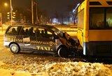 Sostinėje susidūrė autobusas ir taksi: prireikė medikų pagalbos