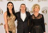 """""""Lietuvos garbėje"""" – pasakiškai atrodanti R. Filejeva: moterį atlydėjo vyras ir mama"""