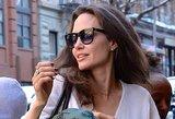 Fotografai įamžino dieviškai gražią A. Jolie: motinystė puošia