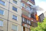 Vilniuje liepsnoja daugiabutis: tarnybos sukeltos ant kojų