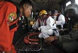 """Indonezijos narai iškėlė sudužusio """"AirAsia"""" lėktuvo pilotų pokalbių įrašymo įrenginį"""