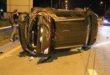 Avarijos Grigiškėse: apverstas automobilis, vienas kaltininkas paspruko, kitas – sučiuptas