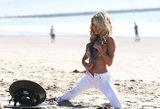 """Nauja """"Playboy"""" žvaigždutė D. Mathers šlovę pelnyti bando demonstruodama savo grožybes"""