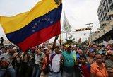 Karakase prie oro bazės girdisi šūviai: prasideda Maduro nušalinimas?