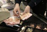 Gyventojai prekybos centrus verčia pinigų keityklomis