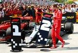 """Vettelį siutina """"vagys"""" teisėjai, laimėtoją Hamiltoną nušvilpė gerbėjai"""
