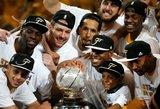 """""""Warriors"""" pasiuntė """"Rockets"""" krepšininkus atostogų ir NBA finale tramdys Karalių Jamesą"""