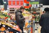 Už plastiko maišelių dalinimą parduotuvėse siūlo skirti baudas