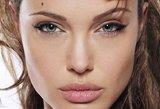 Elžbieta II Angelinai Jolie suteikė Garbės Damos titulą