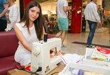 Drabužių parduotuvės atidaryme žymūs žmonės virto siuvėjais