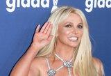 Atlikėja Britney Spears parodė tobulą figūrą: pusnuogė pozavo su karštais vaikinais