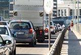 Nuo penktadienio vairuotojai pratinsis prie naujų eismo taisyklių: kas ir kaip keičiasi keliuose?