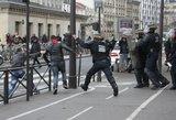 """""""Uberizacija"""" Prancūzijoje: taksistų įtūžis ir riaušės"""
