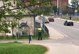Internautai pasipiktino pareigūno elgesiu: policija pateikė aiškų atsakymą