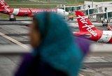 """Dingusio """"AirAsia"""" lėktuvo paieška nakčiai sustabdyta"""