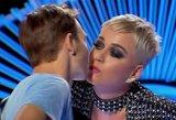Katy Perry įsisiurbė į lūpas šou dalyviui – tokios reakcijos nesitikėjo niekas