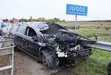 Avarija Vilniaus rajone: taranavo automobilį ir skrido link upelio