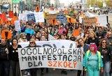 Lenkijos mokytojai stabdo streiką – sukils rugsėjį