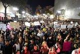 Neramumai JAV tęsiasi: prieš Trumpą nusiteikę žmonės užplūdo gatves