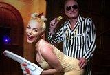 Per Heloviną H. Hefneris su žmona įsiamžino kaip M. Cyrus ir R. Ticke'as