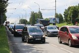 Vyriausybė pritarė planui apmokestinti ne tik lengvuosius automobilius