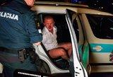 Vilniaus centre girtas vairuotojas susimušė, partrenkė du žmones ir pasipriešino policijai