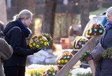 Seimo narė siūlo Vėlines paskelbti nedarbo diena