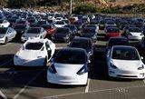 """""""Tesla"""" pasiekė tikslą: per savaitę pagamins 5 tūkst. automobilių"""