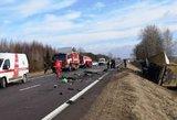 Tragiška avarija prie Kauno: 2 žmonės žuvo, dar 1 sunkios būklės