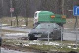 Ką daryti vairuotojui, kelyje išvydus įvykstant avariją?