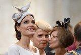 Pavojinai liekna A. Jolie sublizgėjo: elegancijos pavydėtų ir M. Markle