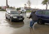 Ryte su automobiliais skendę klaipėdiečiai pikti, o kaltų – nėra