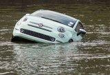 Jonavos rajone vyras nesuvaldė automobilio ir nuo skardžio nulėkė į upę