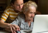 Siūloma minimalią pensiją susieti su vidutine alga