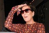 """Kardashian mamytė """"prašovė"""" pro šalį: internautai juokiasi iš jos kostiumo"""