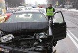 Vilniuje girtas vairuotojas trenkėsi į moters automobilį