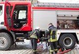 Kėdainiuose degė daugiabutis, nukentėjo du žmonės