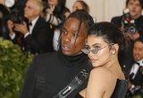 Milijardierė Kylie užminė mįslę: gerbėjams užkliuvo didžiulis deimantinis žiedas
