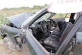 Raseinių rajone nuvažiavę nuo kelio vyrai padegė automobilį